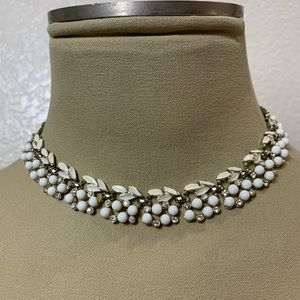 Vintage  white floral leaf bib choker necklace
